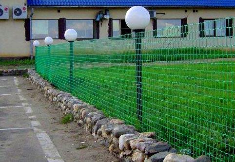вид забор из пластиковой сетки фото размещенные
